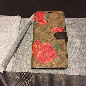 Coach folio phone case with detachable wristlet!🌹